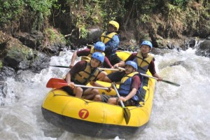 manfaat_olahraga_rafting