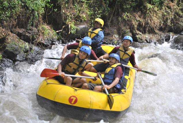 Manfaat Olahraga Rafting Arung Jeram Outbound Bandung Cileunca Adventure