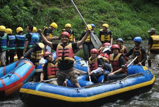 perahu_karet_rafting_arung_jeram1