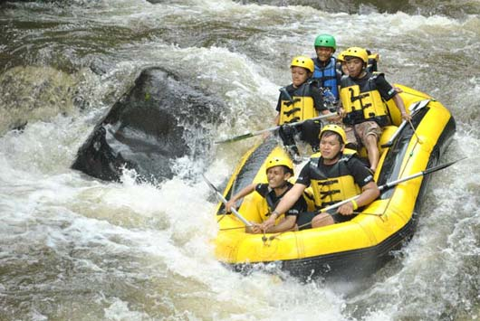 perahu_karet_rafting_arung_jeram3