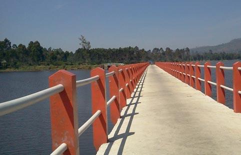 jembatan_cinta_situ_cileunca_2
