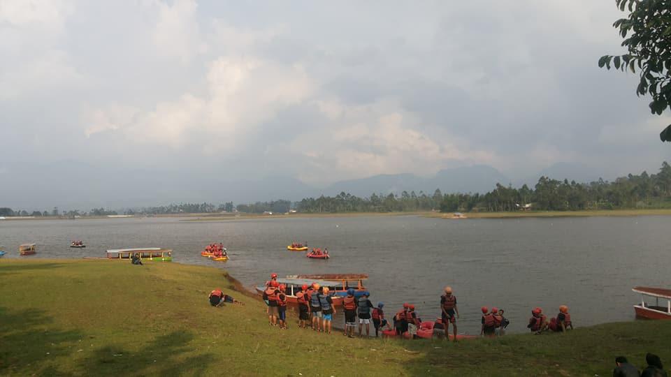 Arung_Jeram_Paralayang_River_Cileunca_8