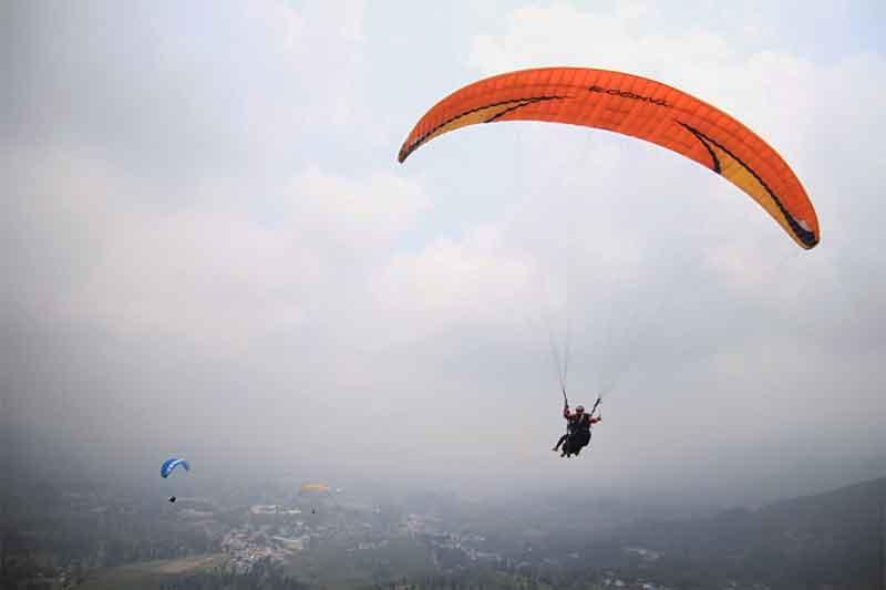 Paralayang di Gunung Wayang